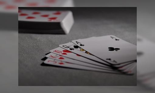 Jeugdbieb challenge: bouw een kaartenhuis