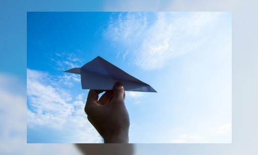 Jeugdbiebchallenge: vouw een papieren vliegtuig